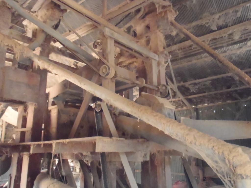 現地精米工場 ほとんど木でできている