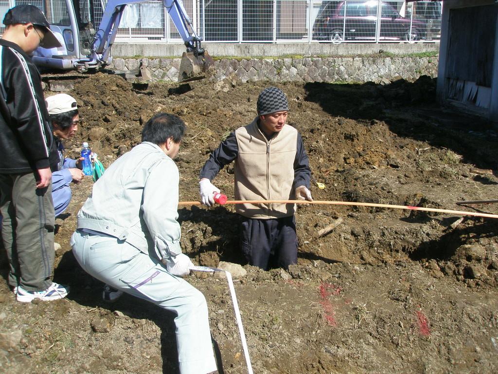 よし、穴は掘れた これからは大工さんの領域です