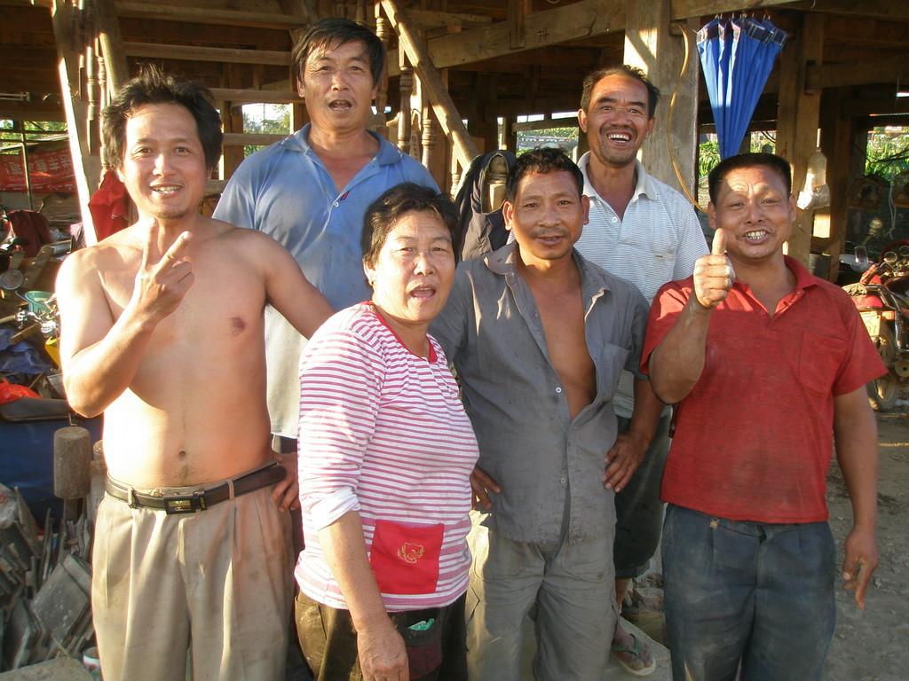 ハニ族4人、漢族1人、タイ族1人 みんな陽気な農民朋友です。