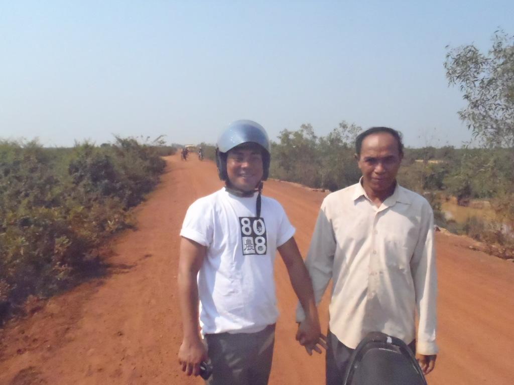 農村部の稲作地帯に延びる道。これで有料道路