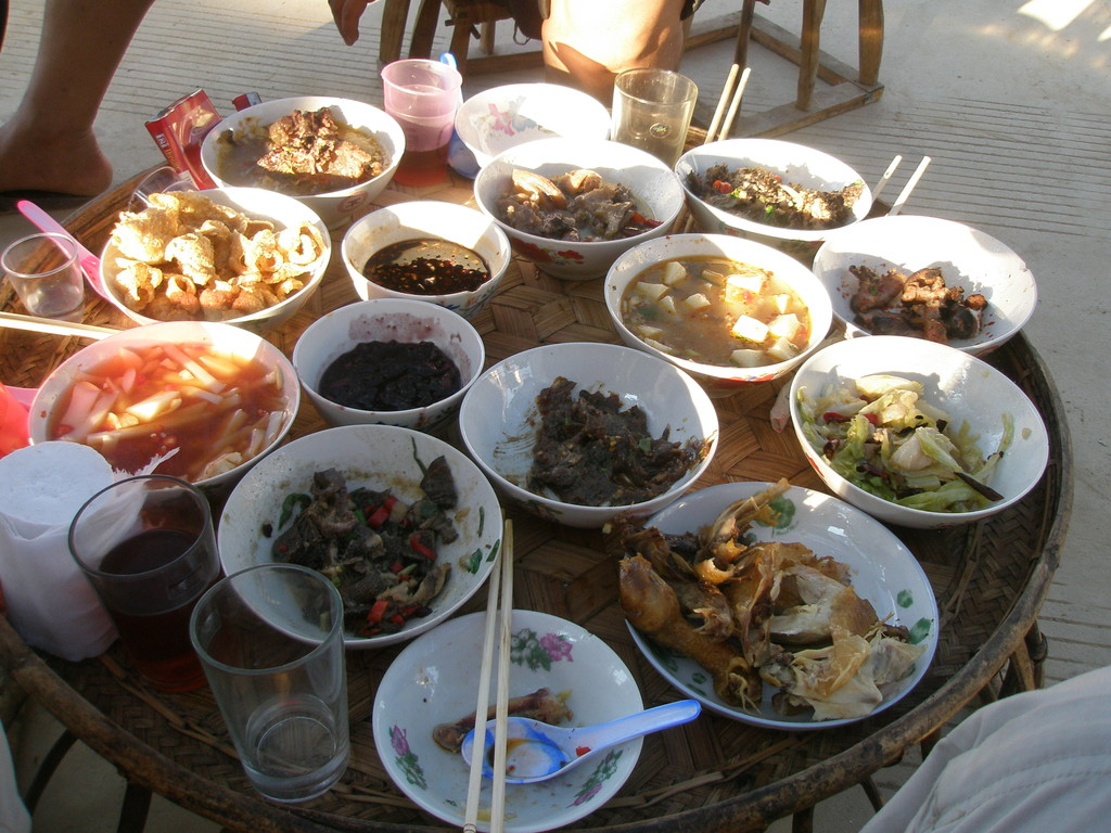タイ族のご馳走です。日本人の僕には、この味に慣れるまでにちょっと時間がかかりました。