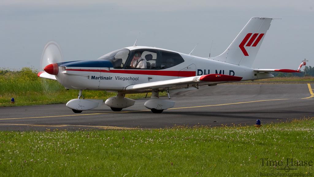 23.07.09 Socata TB-10 Tobago GT ( PH-MLR ) der Martinair Vliegschool