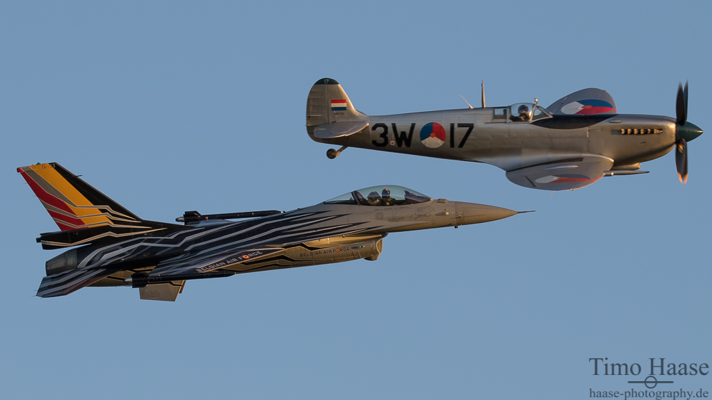 Formationsflug Spitfire und F-16MLU FightingFalcon