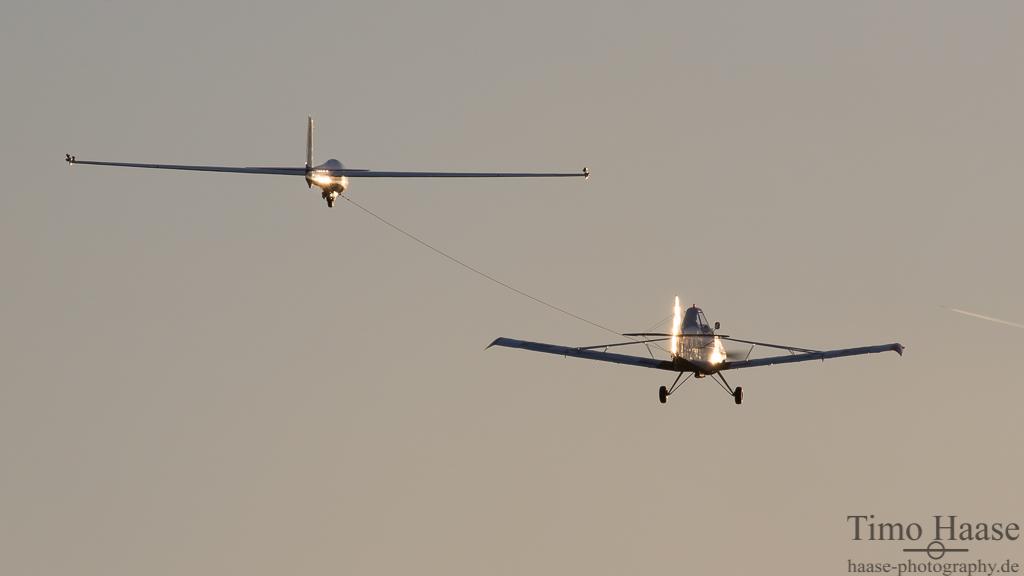 Segler der Skydancer und Piper PA-25 als Schleppmaschine