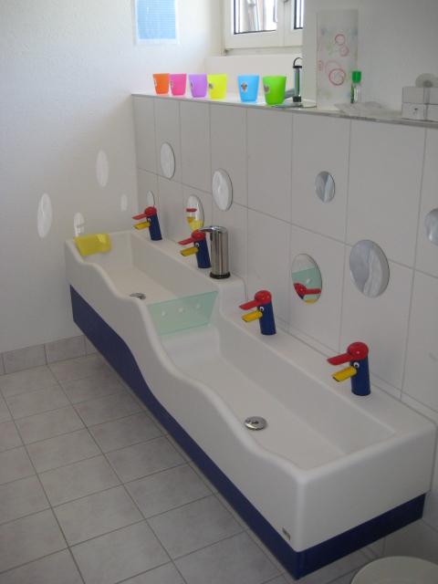 Wasch- und Planschrinne