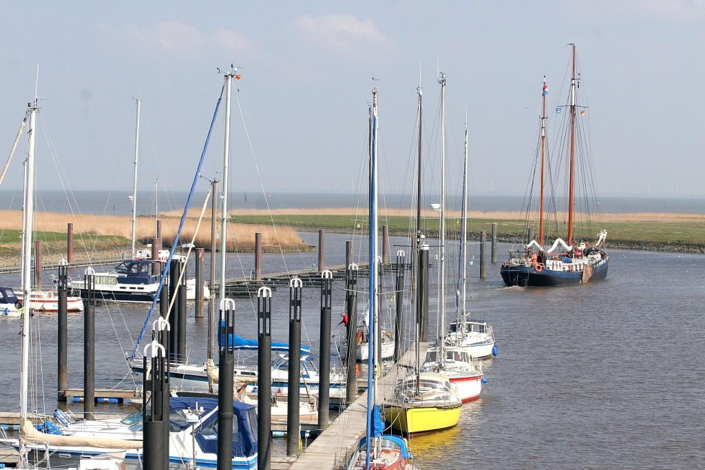 """14.04.2010 Otterndorf, """"Skylge"""" NL auf dem Weg in die Ostsee/Kiel, nächster Halt: Gieselau Kanal Foto: Lutz Lühmann"""