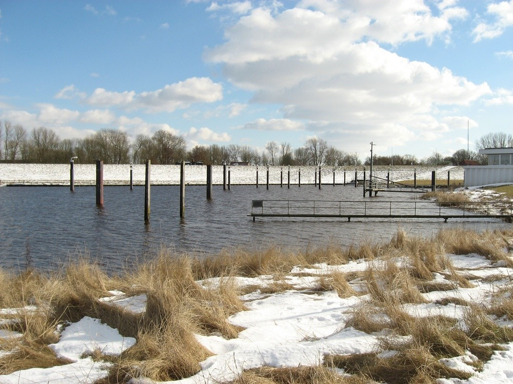 14.03.13 Hafen ist heute mal eisfrei in Otterndorf Foto: Lutz Lühmann