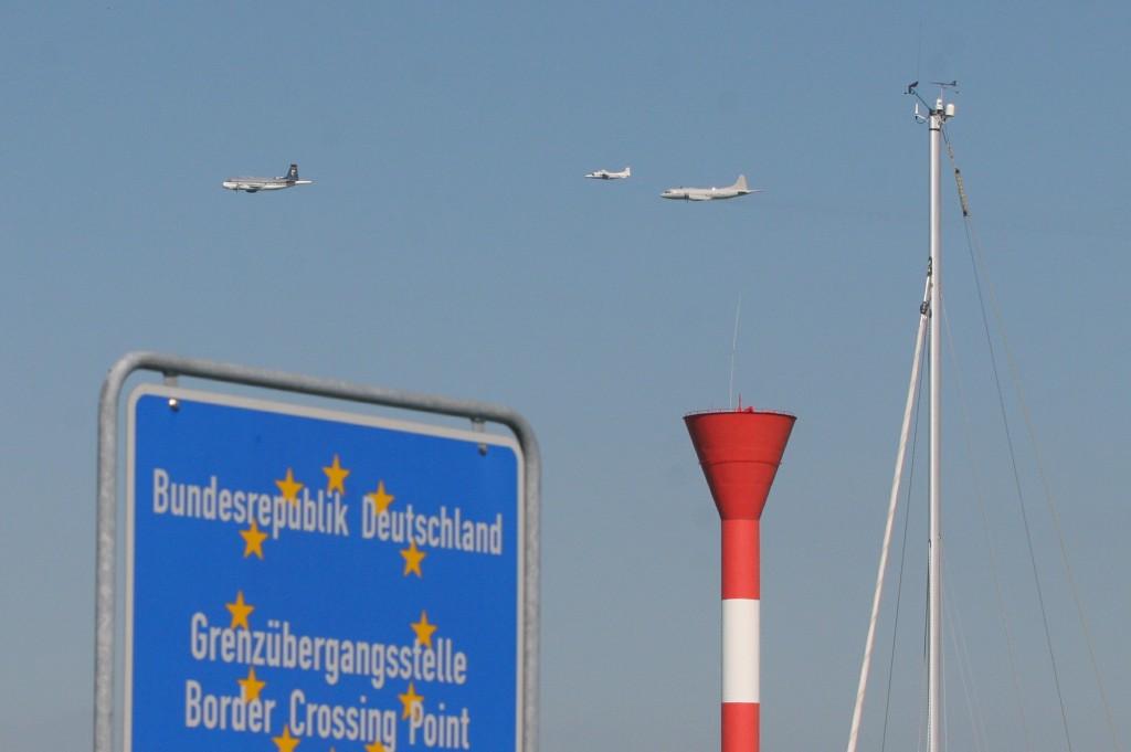 17.06.2010 Formationsflug-Übungen über dem Otterndorfer Hafen Foto: Lutz Lühmann