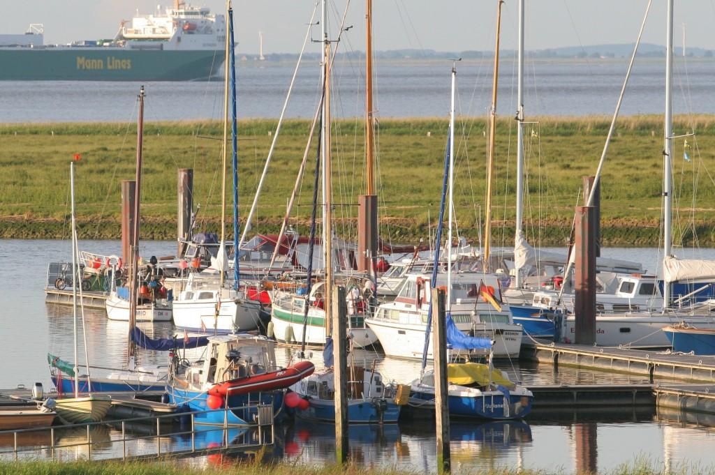 22.06.2010 Zum Sommeranfang füllt sich der Hafen merklich -Foto: Lutz Lühmann