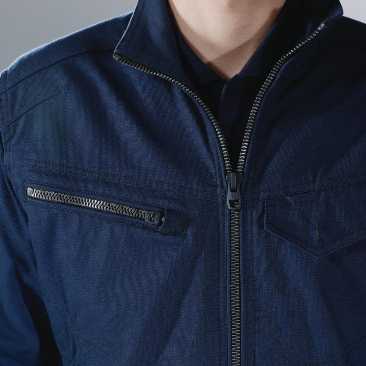 TS DESIGN 3516 ジャケット ¥5,280(税込)大型のファスナー採用。使い易さが違います。