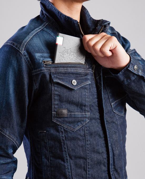 BURTLE~バートル~ 511 ブラストデニムジャケット 深さ21cmの右ポケット。かなり深いです。