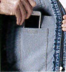 左胸内ポケットで、スマホも楽々。
