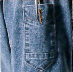 スタイル・機能にこだわったペン差しポケット。