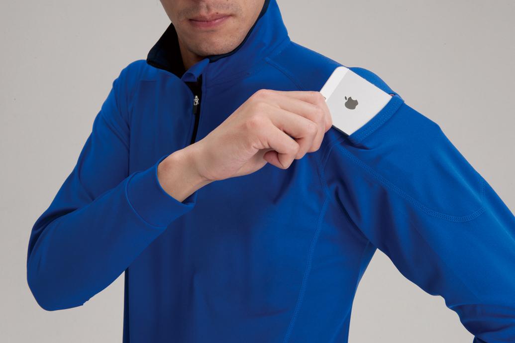 BURTLE 413 長袖ジップシャツ 袖にスマホ対応のマルチポケットを採用。カッコよく便利な機能です。