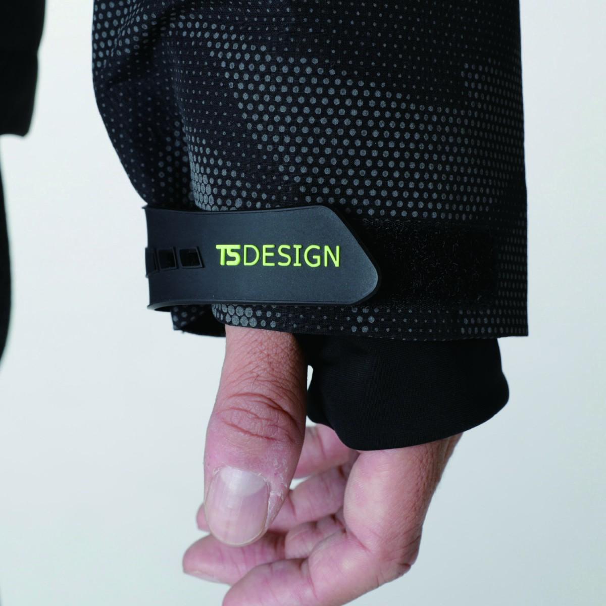 TS DESIGN  18236 メガヒートフラッシュ防水防寒ジャケット 袖にインナーグローブ付で手も暖かいです。