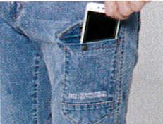 左ポケットは、スマホも楽々。
