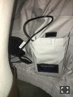 リチウム電池は、このポケットに収納します。