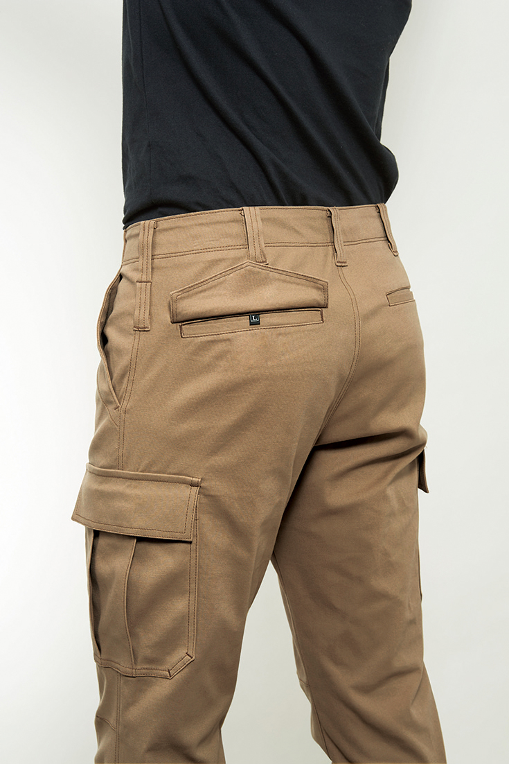 4037  BURTLE ストレッチカーゴパンツ 後ろのポケットは、物が落ちないように、安心のボタン付!!