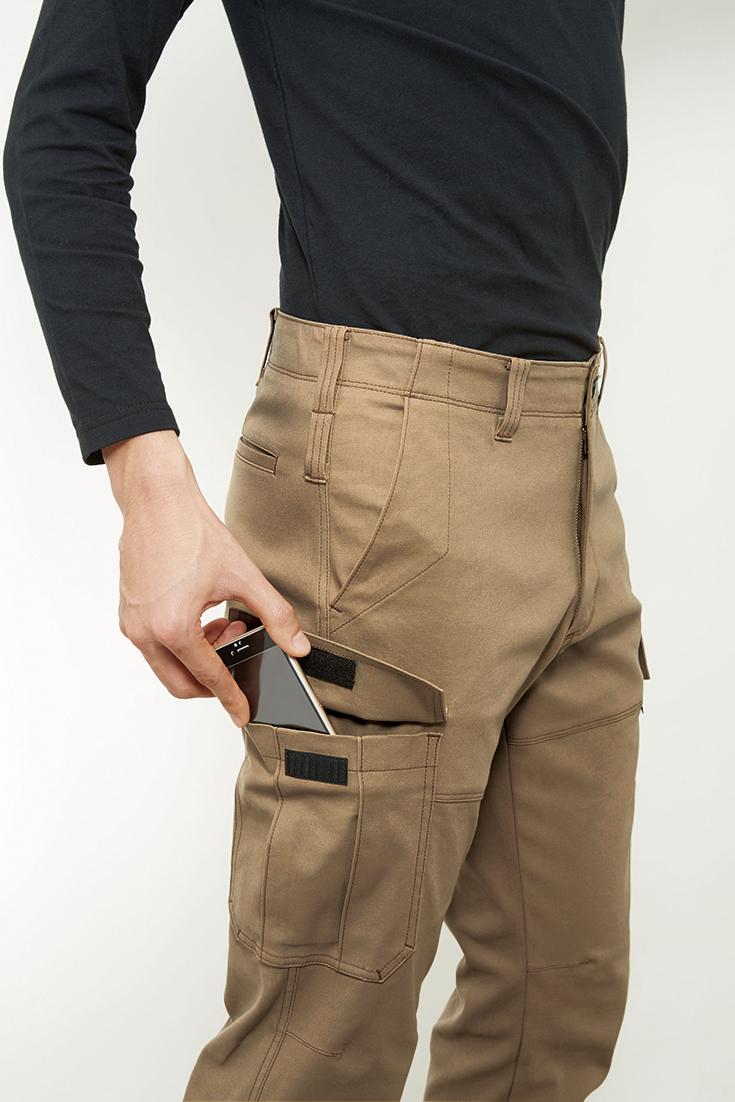 4037  BURTLE ストレッチカーゴパンツ 携帯もスマホもすっぽり収納できるポケットの容量!!