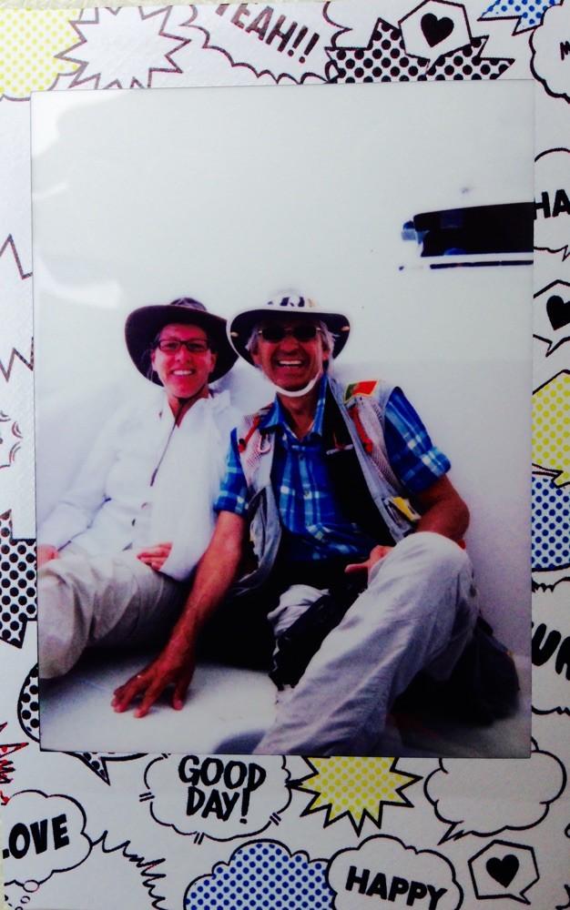 """Auf dem Rückweg zeigten uns drei Asiatinnen, wozu eine """"Hello Kitty""""-Kamera von Fuji in der Lage ist: Zack, war das Sofortbild nebst Rahmen ausgedruckt !"""