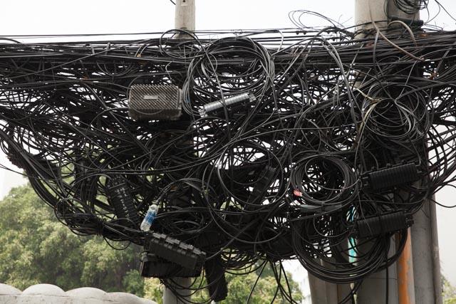 Selbst ich als Laie in Sachen Elektrotechnik erkenne, dass dies auf Dauer nicht gut gehen kann