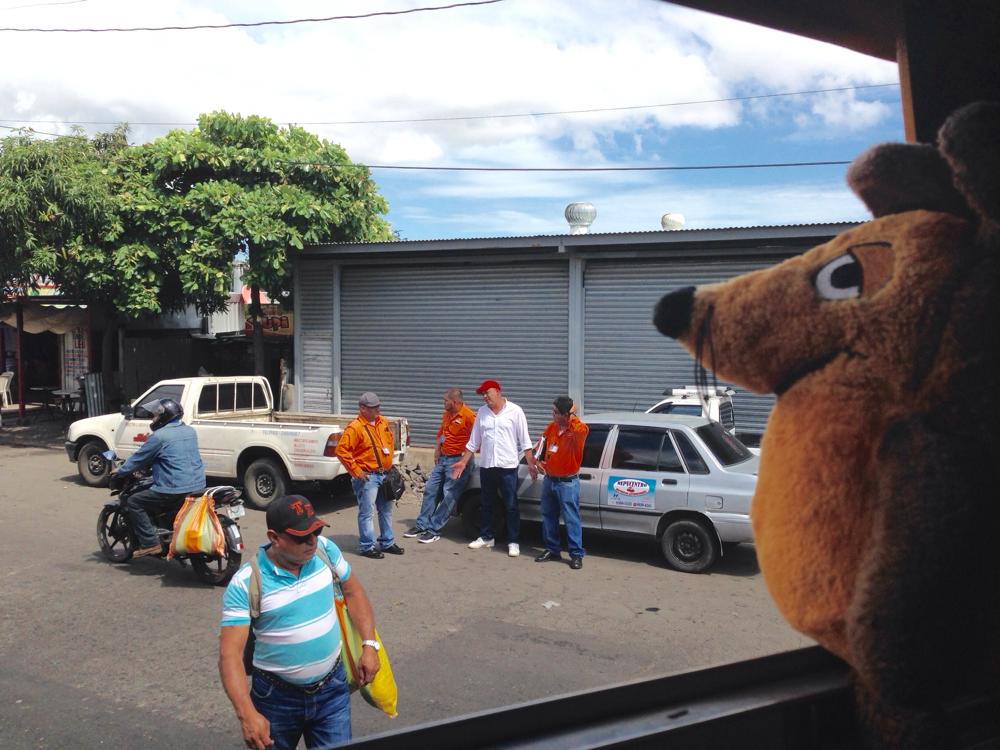 Geschafft - wir sitzen im Bus nach San Jorge !