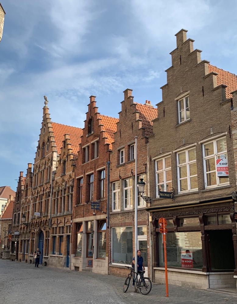Schöne Häuser in der Einkaufsstraße