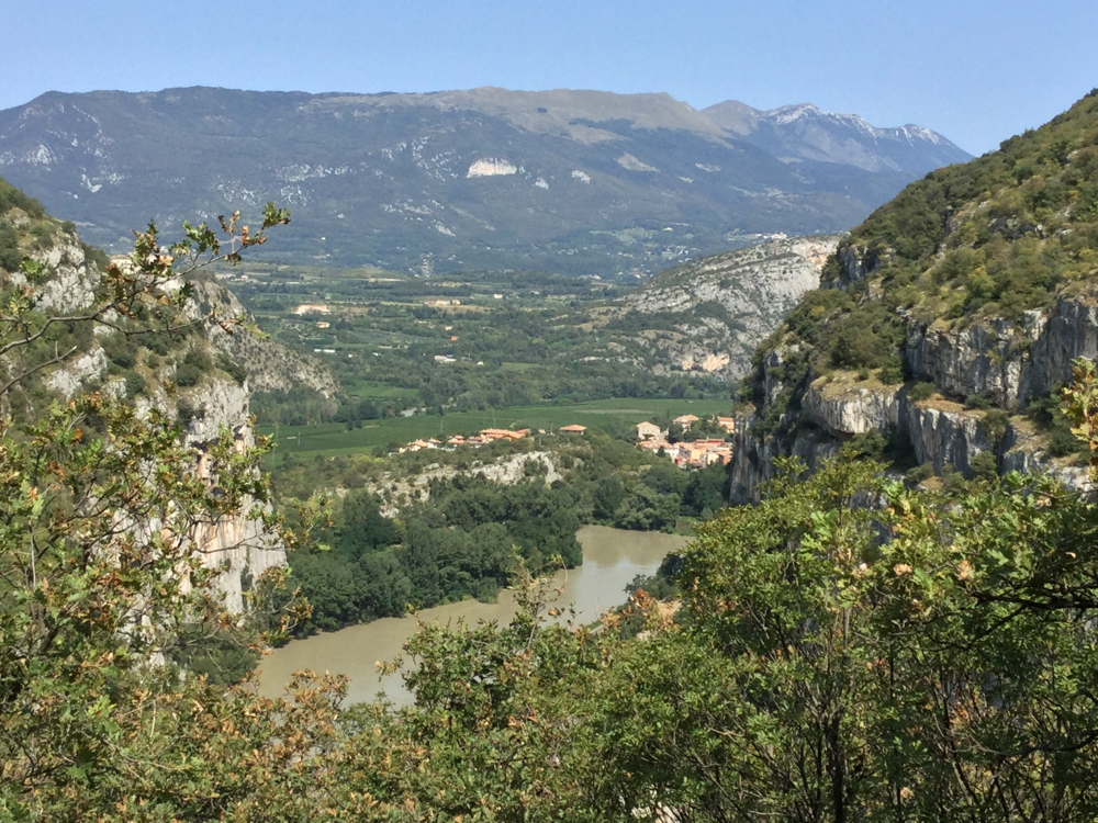 Ein letzter Blick zurück zu den Bergen, denn ab jetzt wird es bis San Marino flach sein