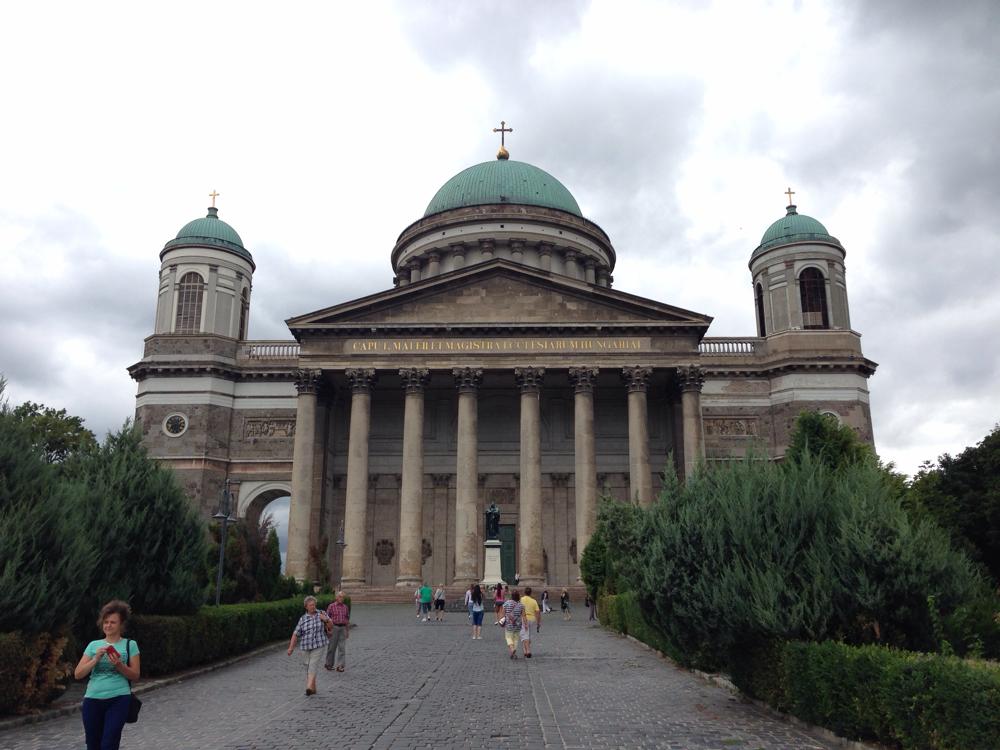 Die Kathedrale von Esztergom von unten - ein beeindruckender Bau !