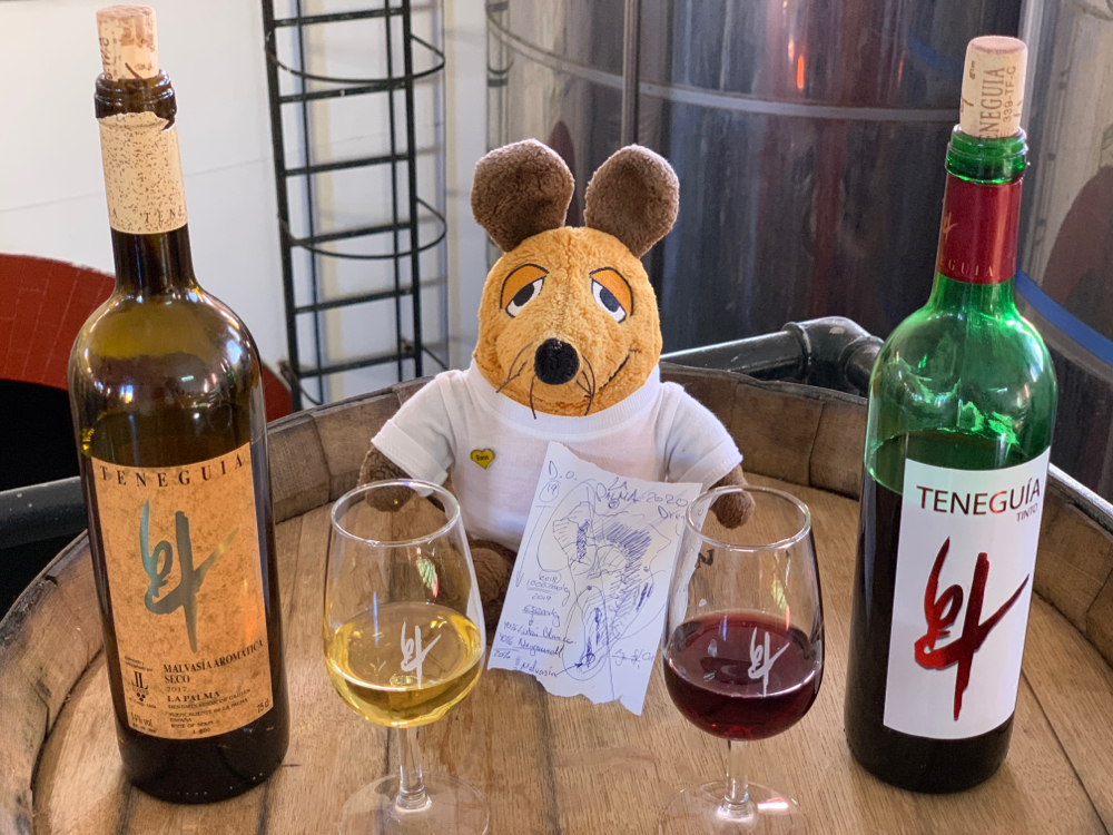 Maus in ihrem Element mit Malvasia und Rotwein