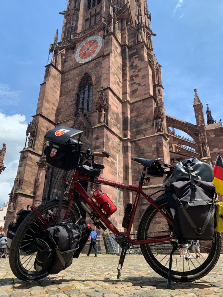 Vor dem Freiburger Münster