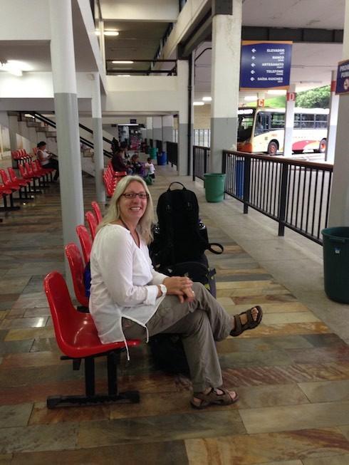 Wir warten auf den Bus nach Rio de Janeiro
