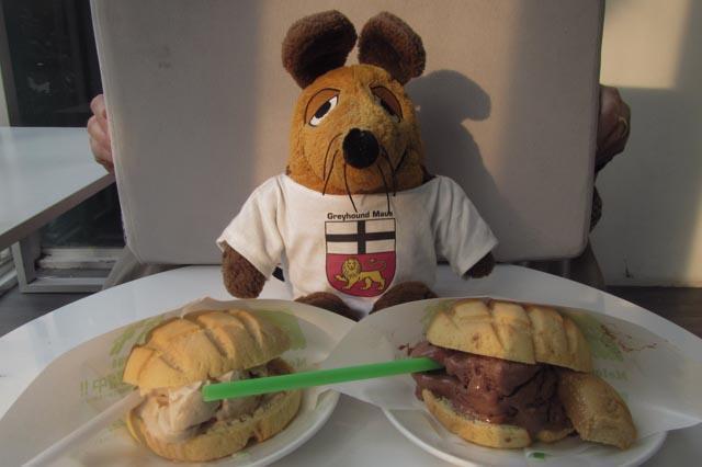 """Die Eisbrötchen im Café """"Momo"""" ...."""