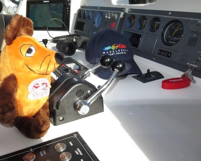 Co-Skipper Maus regelt ganz alleine die Geschwindigkeit des Bootes.