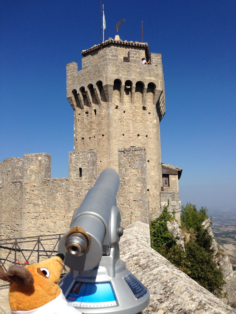 Jeder Turm hat auf der Spitze eine Straußenfeder - so kann ich sie besser sehen