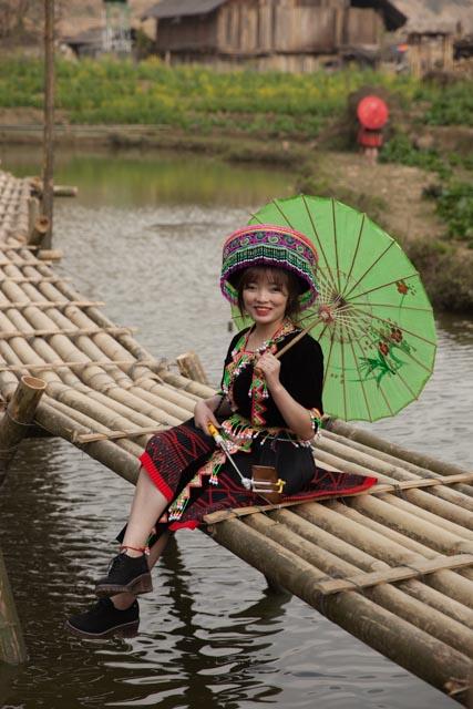 Besonders junge Chinesinnen hatten Spass daran, (billige) Kopien dieser Trachten zu kaufen und damit durch das Dorf zu spazieren