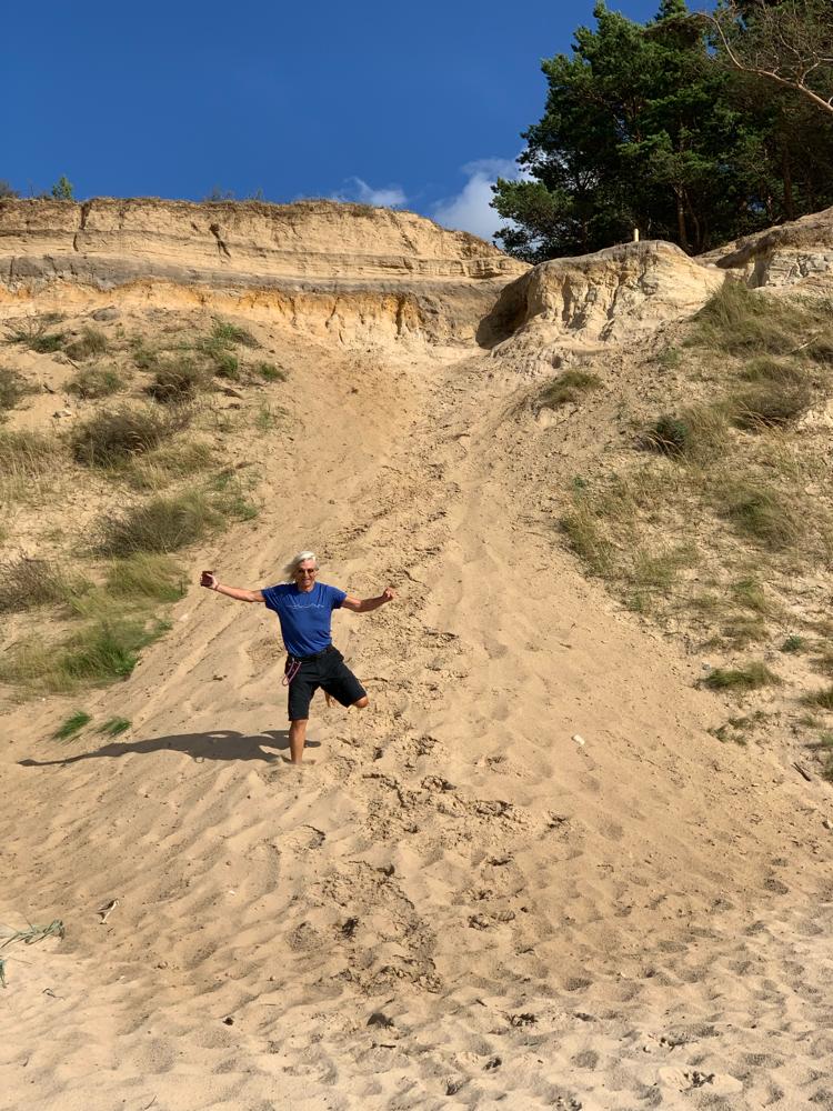 Es machte Spaß, durch den warmen Sand zu stürmen