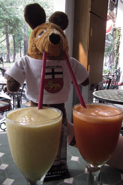 Ich kann mich nicht entscheiden, welcher Drink mir besser schmeckt