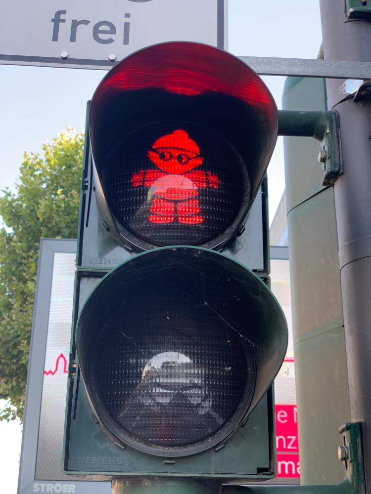 Die Mainzelmännchen prägen die Stadt, sei es in rot....