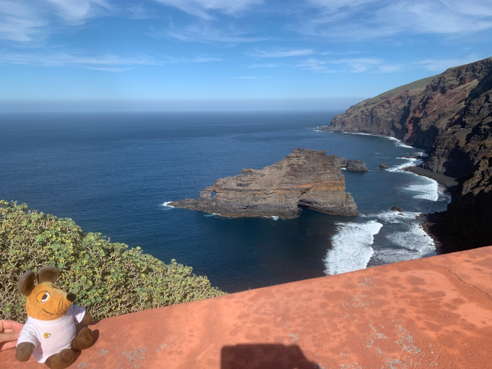 Unterhalb von Santo Domingo entdeckte ich diese Steilküste mit dem Playa de Bujarén