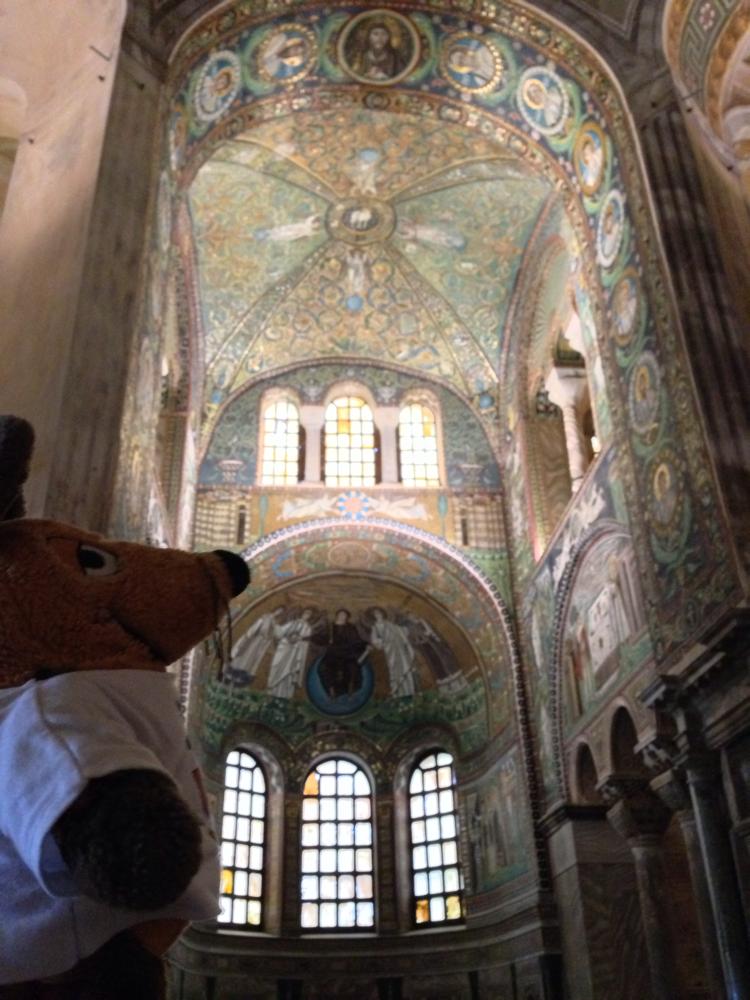 Ich bestaune die Mosaiken in der Basilica di S. Vitale