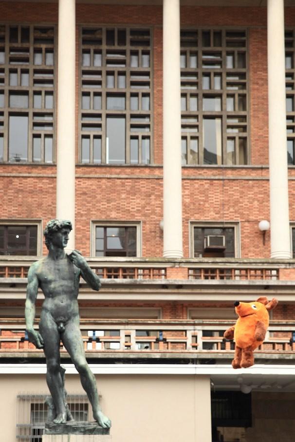 Maus mit David vor dem Rathaus von Montevideo