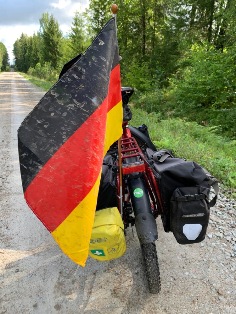 Selbst unsere Deutschland-Fahne sieht aus wie Schwein