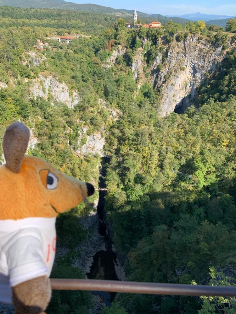 Dort unten werden wir morgen das Höhlensystem erwandern.