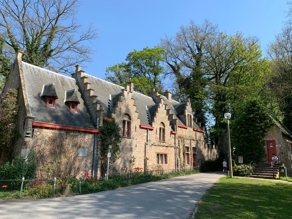 Die Gebäude vor dem Schloss waren schon fertig renoviert