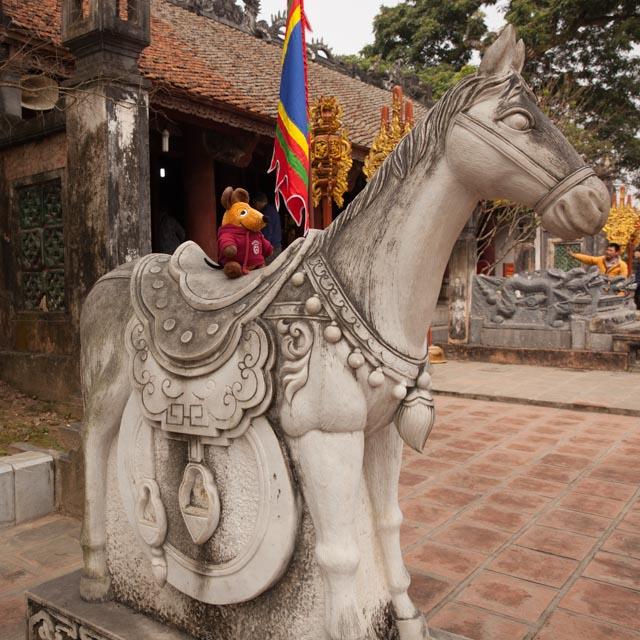 Dieses Pferd vor dem Tempel musste ich unbedingt erklimmen, ....