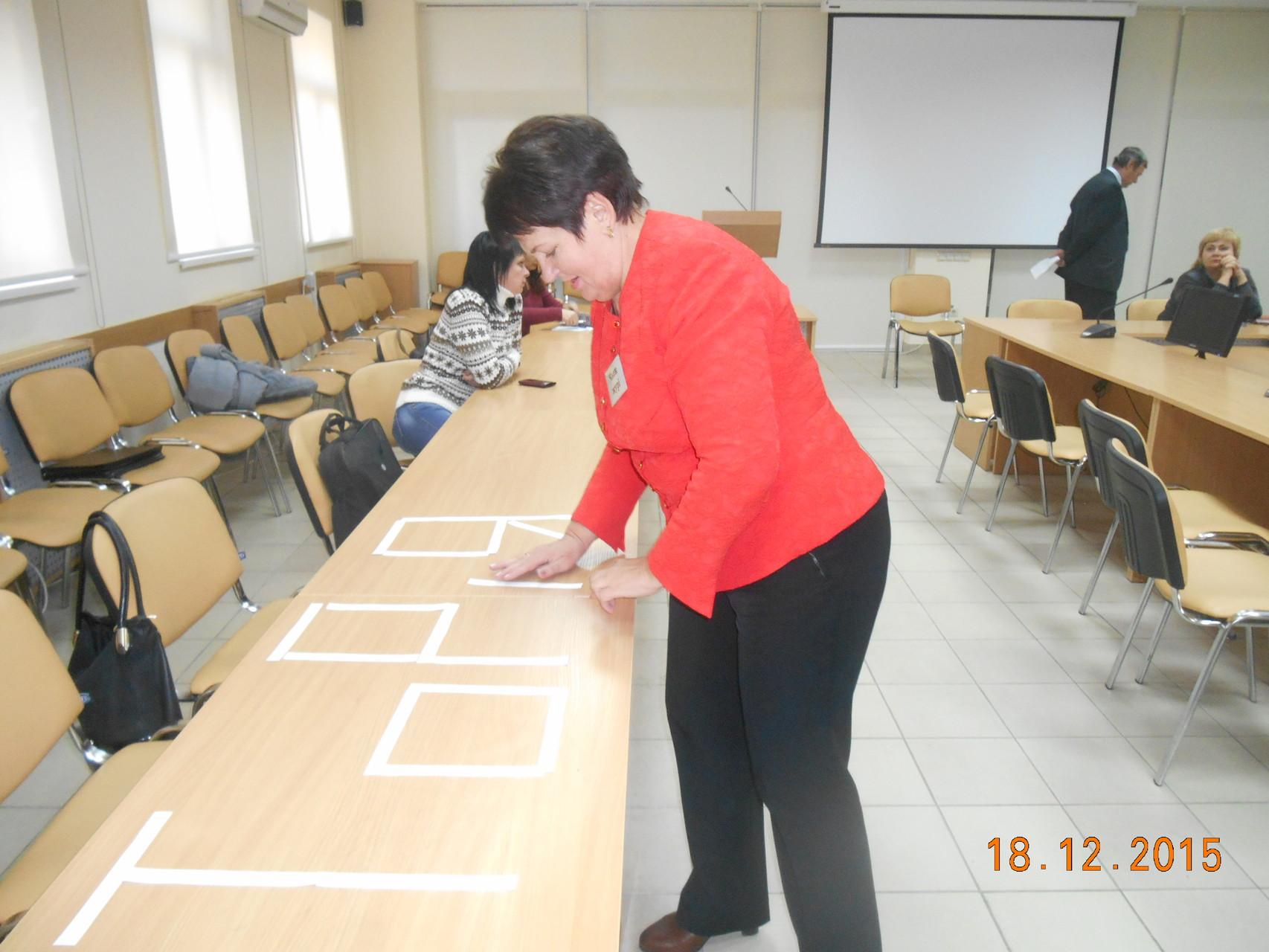 Валентина Ващенко, член журі, у творчому процесі