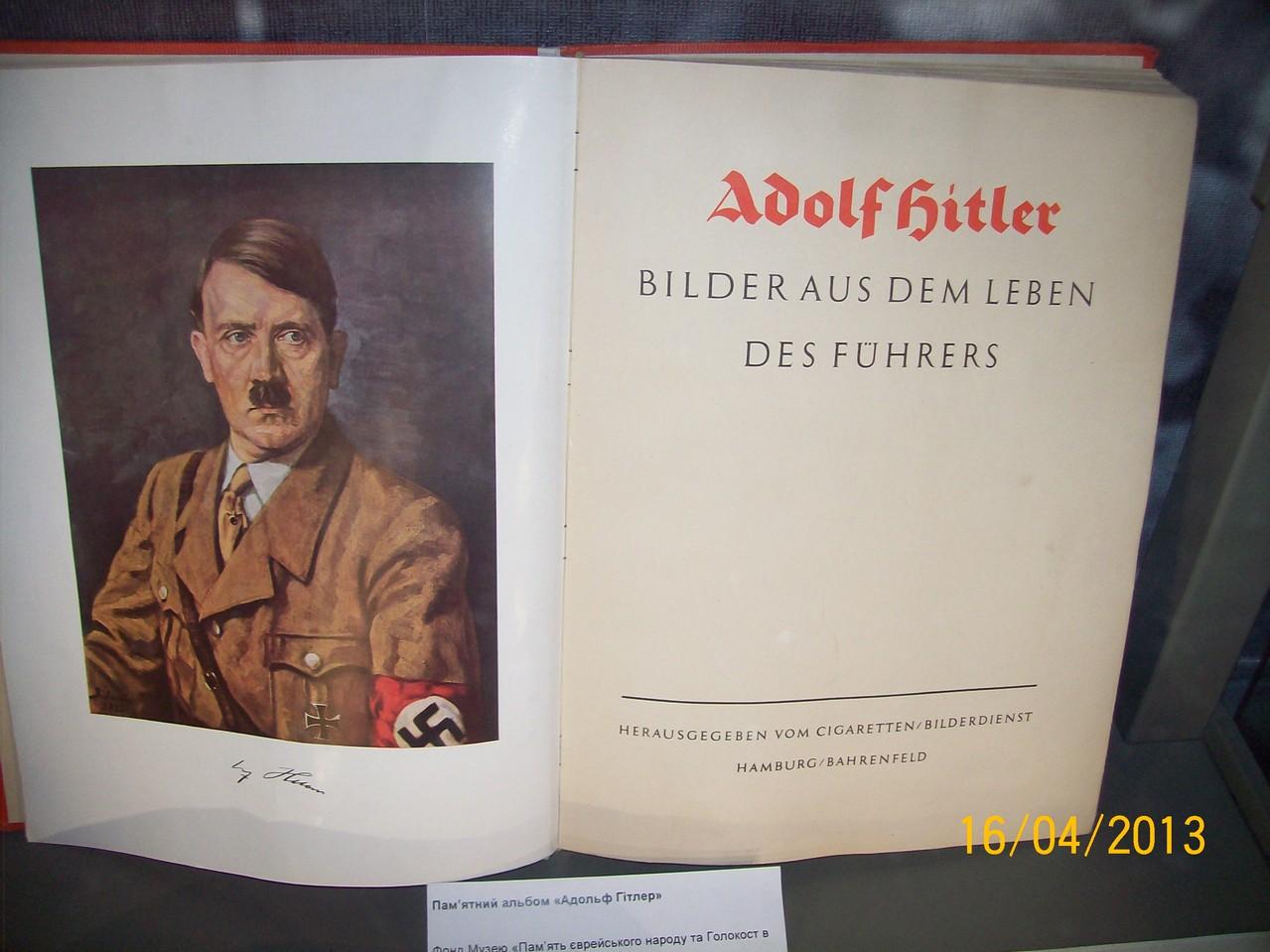 "Альбом ""Адольф Гітлер"" із Німеччини."