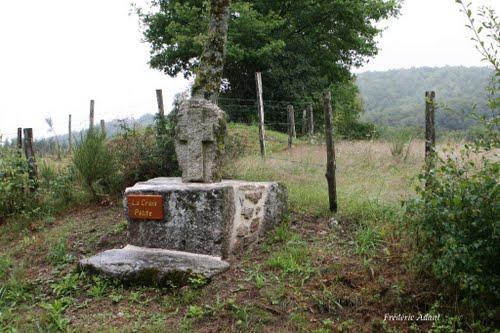 Croix petite Bonnefond, Clédat, correze, village abandonné, visite, randos, VTT, dos d'ânes, Cheval, fête des roses, cocquelicontes, fête du pain, maquis,