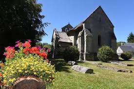 Lestards, église, pierres tombales de l'ancien cimetière, Clédat, correze, village abandonné, visite, randos, VTT, dos d'ânes, Cheval, fête des roses, cocquelicontes, fête du pain, maquis,